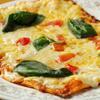 カスタネット - 料理写真:フレッシュバジルとトマトのピザ¥980