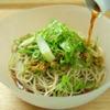 蕎麦切 砥喜和 - 料理写真:青々とした葱たっぷりの冷やし蕎麦を。