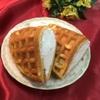 モンリブラン - 料理写真:ふわふわ生クリームワッフル。