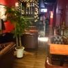 バーレオン - 内観写真:ゆったり寛げるソファー席