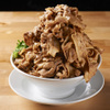 肉汁麺ススム - 料理写真:ススムの濃厚ウマい肉を880gドーン‼どんぶりと胃袋に肉が溢れかえるイリュージョン。 「昨日俺は肉を食べたんだ」と、翌日も思い出が溢れる胃袋に刻まれる逸品。