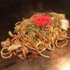 四ツ谷 つなぐ - 料理写真:大阪直送太麺にオリジナルソースの絡んだソース焼きそば