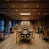 よし邑 - 内観写真:広々としたダイニング。テーブル個室としても利用可能