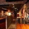ゴリゴリバーガー タップルーム - 内観写真:スタンディングのテーブル席