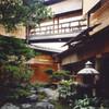 くろすけ - 内観写真:四季の移ろいを感じさせる豊かな表情の中庭