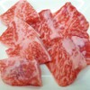 焼肉のあじまる - 料理写真:バラ 適度な脂身とのバランスが絶妙です。おすすめタレは、ポンズ醤油+唐辛子+刻みネギ。