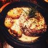 Bar Prima - 料理写真:ゴルゴンゾーラソースの煮込みハンバーグ