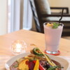 島野菜カフェ Re:Hellow BEACH - 料理写真:素揚げ野菜と島果実のカレーと自家製紅芋タルトのスムージー