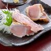とりい - 料理写真:深みのある味わいは450日間長期飼育の賜物『知覧鶏のタタキ』