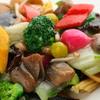 1833 - 料理写真:季節のおいしい野菜を彩り鮮やかに楽しめる『季節の野菜炒め』
