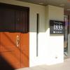 1833 - 外観写真:明るいカフェのような店構えの【Private Kitchen 1833】