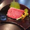 石垣牛 MARU - 料理写真:黒毛和牛イチボ塊焼き。これを、タタキ状にこんがり焼き、薄くスライスしたものを大葉とわさび醤油で食べます、絶品!