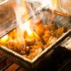 炭火焼き 煙 - 料理写真:旨味の強い地鶏を備長炭で豪快に焼き上げます!!