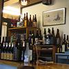 焼肉鶴亀堂 - 内観写真:入り口カウンター。どことなくレトロな雰囲気で名酒がずらり。