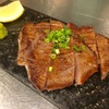 餃子と牛たん 居酒屋おおとら - 料理写真:名物!厚切り牛たん焼