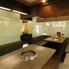 蔓牛焼肉 太田家 - 内観写真:ガラスで仕切られた半個室は、ゆったりとご利用いただけます。