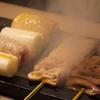 炭焼き よし鳥 - メイン写真:やきとり調理中
