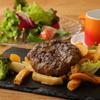 ステックフリット ガスパール ザンザン - 料理写真:和牛のミンチを加えたジューシーなフレンチハンバーグ