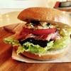 うみねこ - 料理写真:焼きナスとベーコンのベーグルサンド