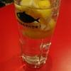 SABAR+ - ドリンク写真:名物!レモンチューハイ レモンを氷変わりに使用!
