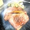 グラード - 料理写真:赤身の熟成牛ステーキを燻製にしながらレアで燻しながら焼き上げます