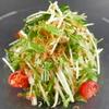 万徳 - 料理写真:万徳の定番サラダ。サッパリとした味わいで美味。