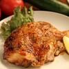 月のうさぎ - 料理写真:広島地鶏の山賊焼[980円]ボリューム満点★香ばしく焼き上げた広島の新鮮な地鶏です!