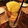 大和 笑う焼き鳥屋 ウルル - ドリンク写真:レモンを丸々一個使った爽やかなサワーです。おかわりは中身のサワーを注ぎ足していくホッピースタイルでのご提供です。(おかわり 400円)