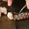 鉄板屋燈 - 料理写真:人気メニューは、ぷりぷりと新鮮な「タコ」の食感が決め手