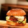 バーガーショップホットボックス - 料理写真:11月マンスリーバーガー とろーりのびーるチーズ入りマッシュポテトベーコンバーガー