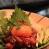 横田酒場 - 料理写真:癖のない新鮮馬肉!桜ユッケもあります!