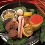 都内で6000円ぐらいで、夜に本格的な日本料理のコースが堪能できる店