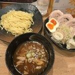 【新宿】深夜でもOK!シメにつけ麺が食べられるお店8選