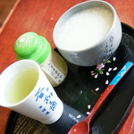 【東京】江戸の面影を残す神社の参道でいただく甘酒