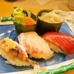 大阪・黒門市場周辺でランチ!お寿司やお好み焼きなどおすすめ11選