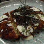大阪ご当地グルメ、お好み焼きやたこ焼きとワインのマリアージュ