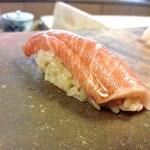 ミシュラン掲載店ではないですが 訪れてほしい 福岡の美味しい鮨店!
