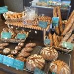 本格的なフランスパンやドイツパンが味わえるお店