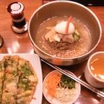 海鮮チヂミと韓国冷麺