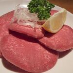 【三鷹】美味しい肉料理店12選!ランチから楽しめるお店も