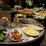 渋谷で人気のリーズナブルな食べ放題7選!焼肉バイキングも