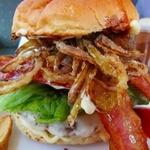 ボリューミーでジューシー!沖縄でおすすめのハンバーガー12選