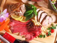 チーズ&肉食べ放題 カルーナ  新宿西口店
