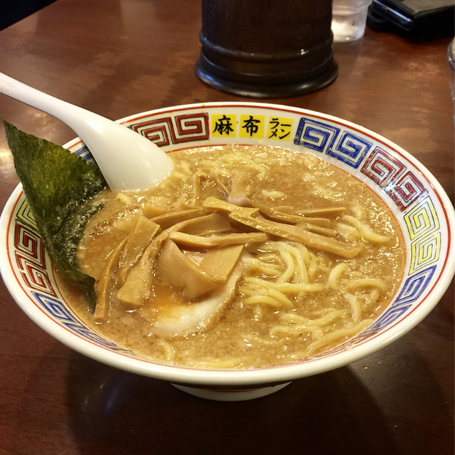 麻布ラーメン 慶應三田店(あざぶらーめん) - 三田(ラーメン)の写真(食べログが提供するog:image)