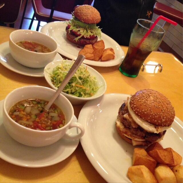 ワントバーガー(WANTO BURGER) - 元町(JR)(ハンバーガー)の写真(食べログが提供するog:image)