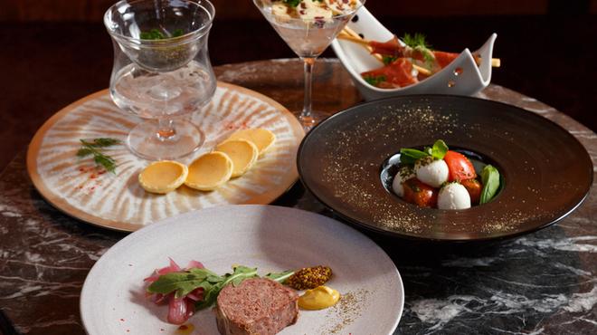 TO BEGIN WITH Champagne&Wine Lounge - 料理写真:ワインに合うお料理の数々。