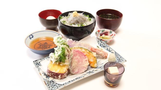秋本 - 料理写真:新鮮なしらすと鎌倉野菜!『鎌倉づくし』おすすめです。