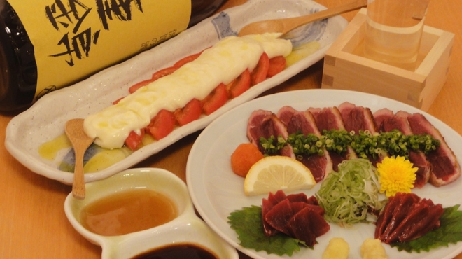味彩山久 - 料理写真:当店の看板メニュー、鴨刺盛合わせ、豆乳とトマトスライス、日本酒「三重錦」です。