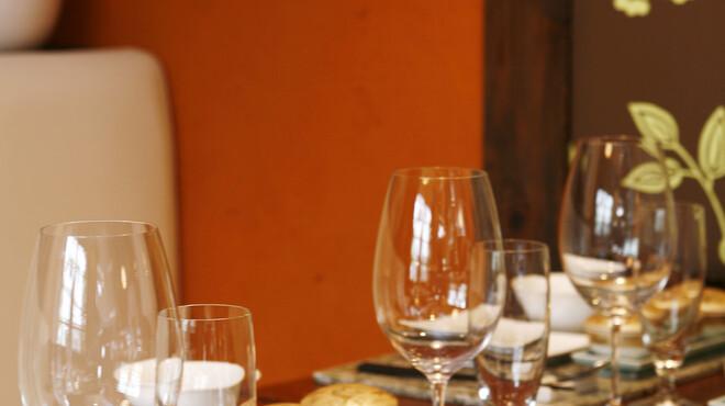 美味談 - 内観写真:おしゃれな雰囲気の店内