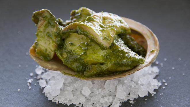 イタリア料理 リストランテ フィッシュボーン - 料理写真:鳴門産鮑のヴァポーレ 香草ガーリックバターソース